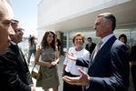 "Presidente ofereceu almoço a personalidades de diversas áreas e recebeu livro ""Os Lusíadas"" reescritos"