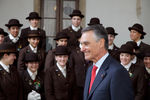 Cavaco Silva com alunas do Instituto